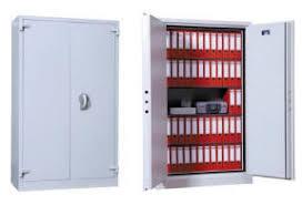 Coffre-fort ou armoire forte : lequel choisir ?